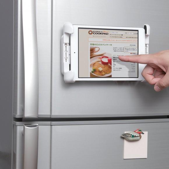 iPhoneやiPadを冷蔵庫などにしっかり固定!「ながら料理」も楽めそう