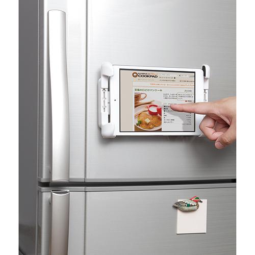 iPadをホルダーで冷蔵庫に固定