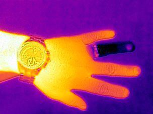 2.テレビで時々見かける、熱を映像化するカメラが、手元のiPhone 5s/5で実現