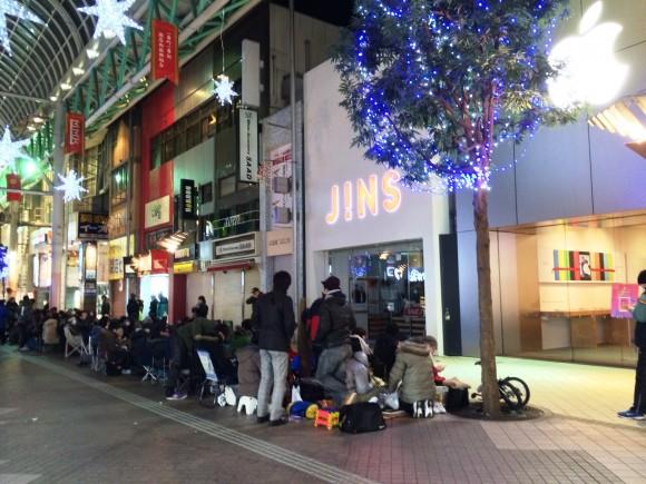 元旦20:30頃、AppleStore仙台店前の行列先頭