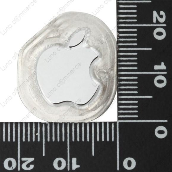 1_iPhone6背面のアップルロゴはステンレス製