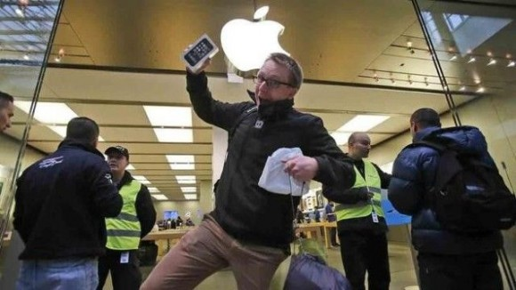 Apple's-New-iPhone-5S-and-iPhone-5C-makes-history-Records1