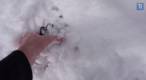 iPhone6 Plusを雪の中に24時間埋め、動作させた映像