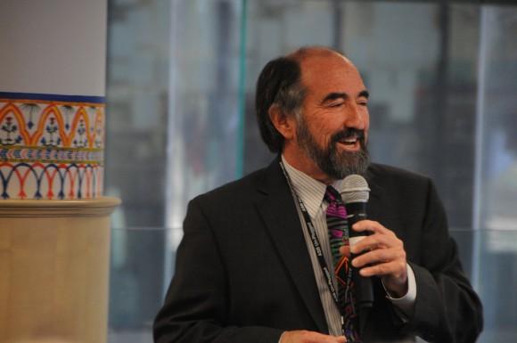 カリフォルニア州立大学ドミンゲスヒルズ校のLarry D. Rosen教授
