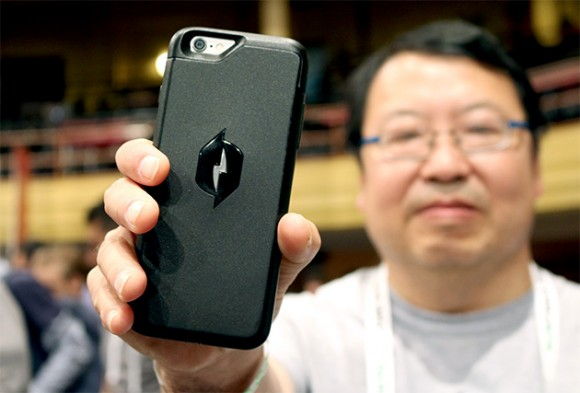 iPhone ケース 充電