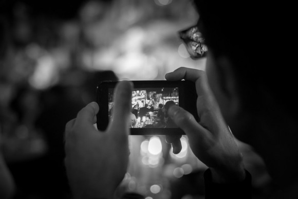 iPhone デュアルレンズカメラ