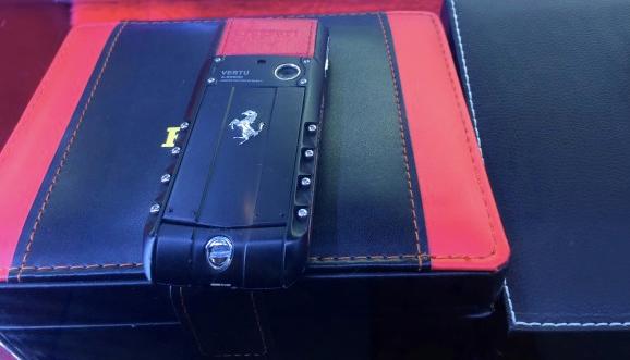 フェラーリ携帯