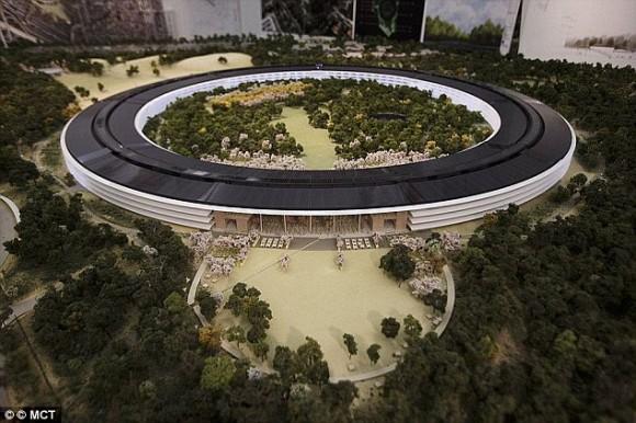 Apple 本社キャンパス 曲面ガラス