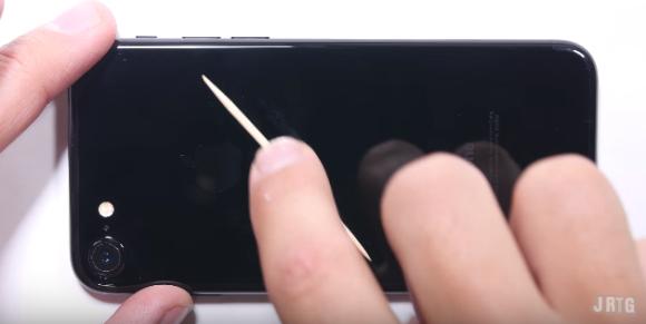 iPhone7 ジェットブラック 傷 実験