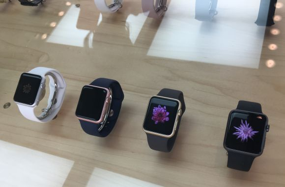 展示 Apple Watch Series 2