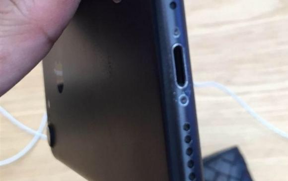 iphone7 ブラック 傷つきやすい