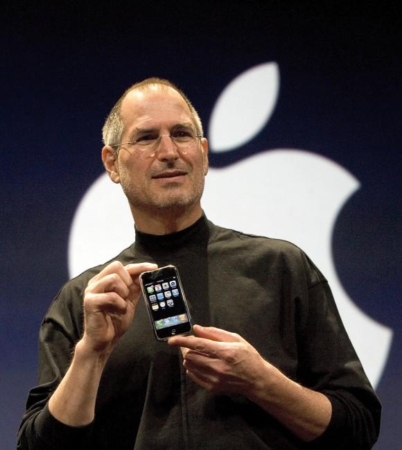 スティーブ・ジョブズ氏が2007年1月9日に初代iPhoneを発表