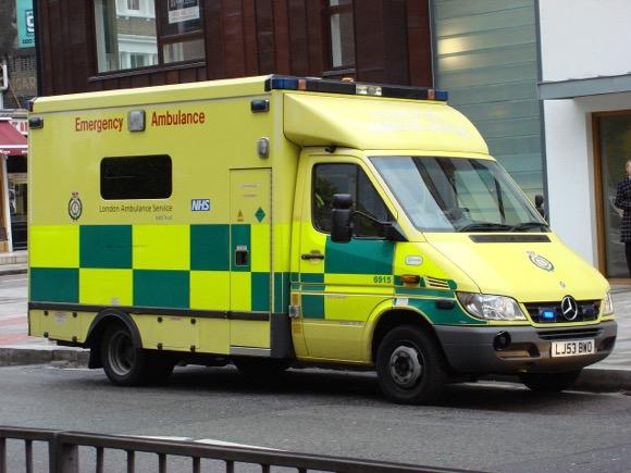 ロンドン 救急車