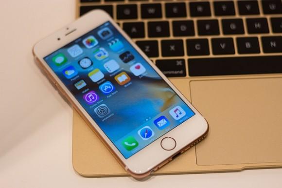 無料写真 https://pixabay.com/ja/アップル-iphone-macbook-macbookの12-1867991/