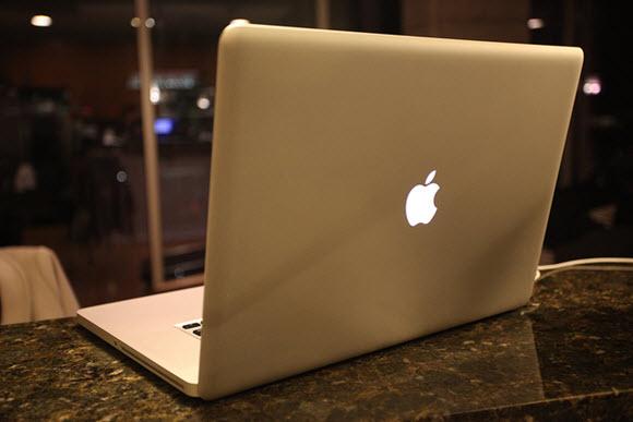 MacBook Pro 2011年モデル (Flickr)