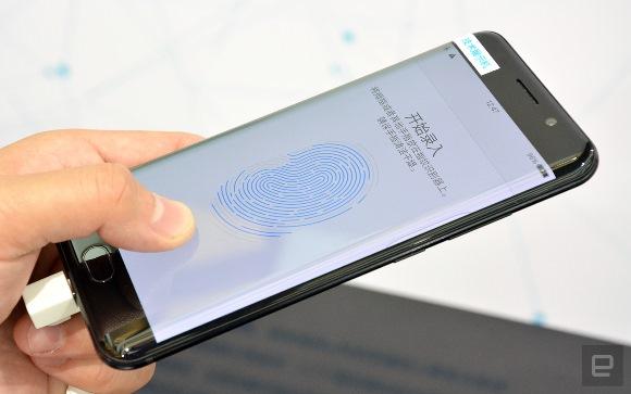Qualcomm OLED 埋め込み指紋センサー