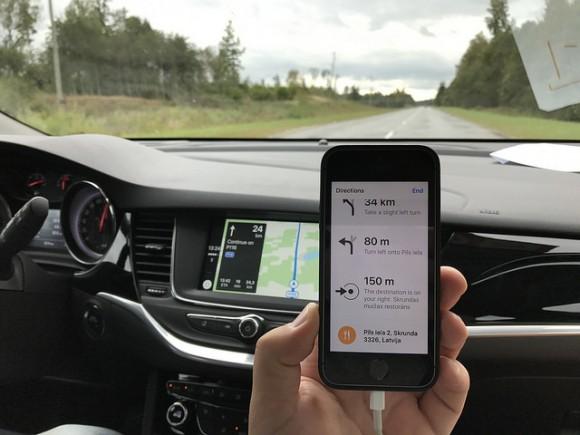 運転中 iPhone ながら運転