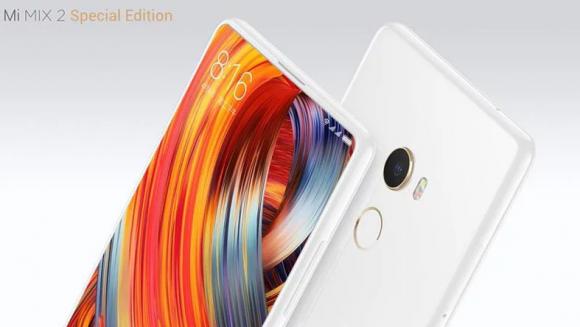 Xiaomiの「MI MIX 2」。世界に先駆けて狭額縁デザインを採用した、昨年の「MI MIX」の後継モデルとなる