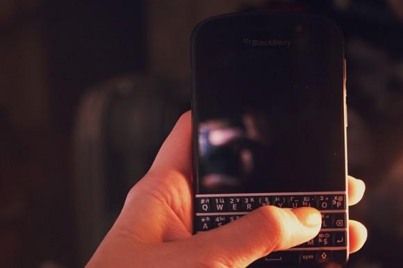 https://pixabay.com/en/blackberry-mobile-smartphone-2617027/