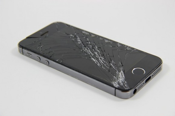 https://pixabay.com/en/broken-display-broken-iphone-broken-2222010/