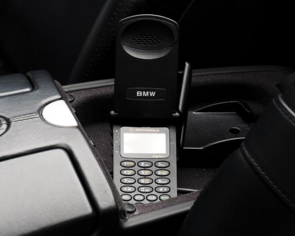 BMWのMORTOROLAフリップフォン