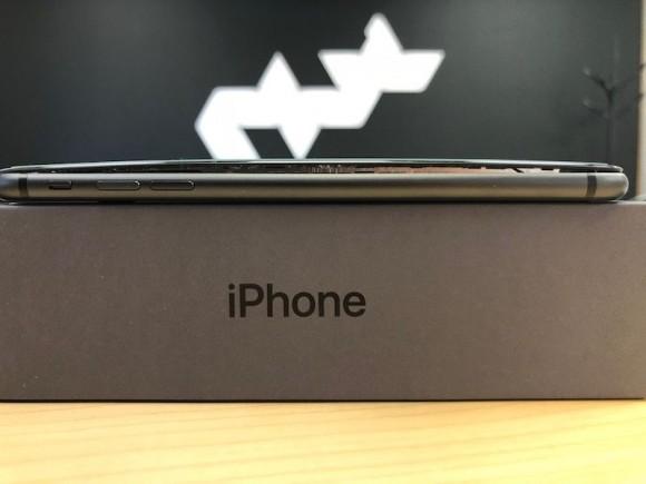 iPhone8 Plus バッテリー膨張