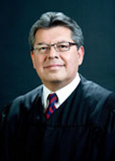 エドワード・J・ダビラ名誉判事