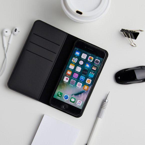 TeslaのiPhone8用フォリオケース