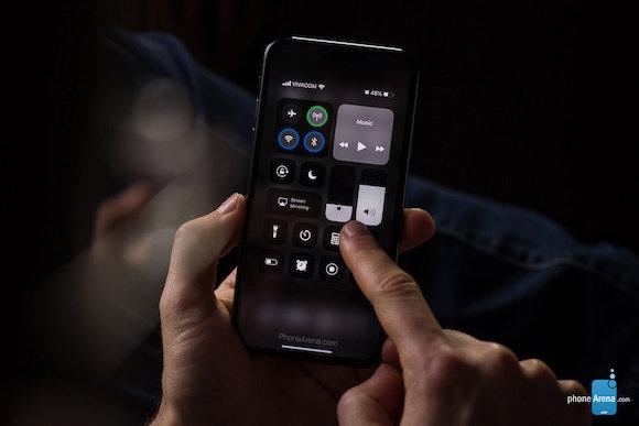 iPhone XI iOS13 ダークモード コンセプト PhoneArena