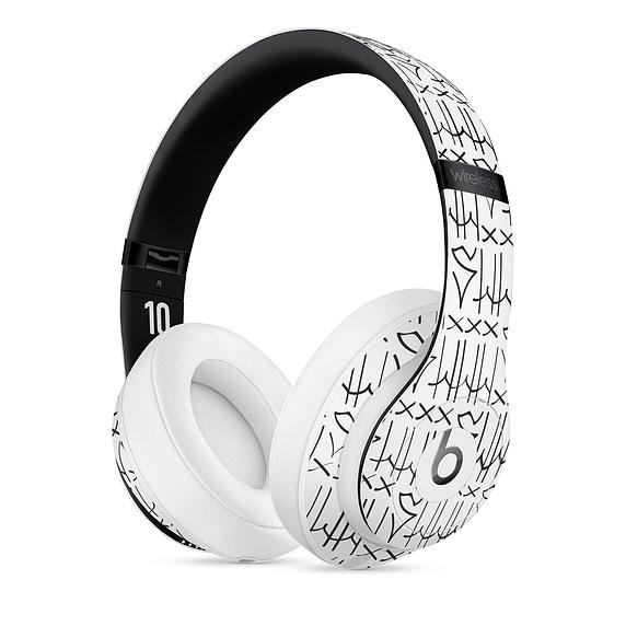neymar-beats-studio3-headphones