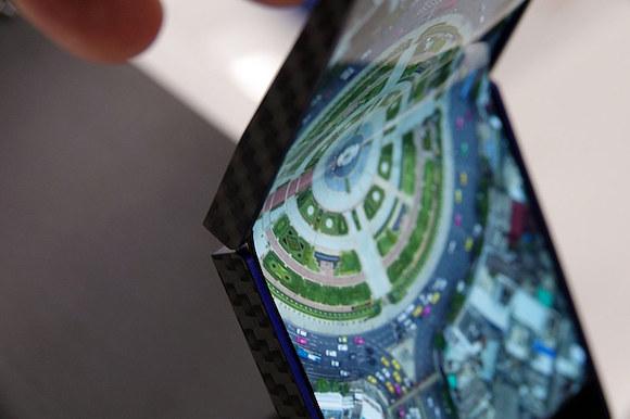 シャープ 折りたたみ OLED ケータイwatch