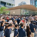 Apple_Xinyi-A13_Outside-Thousands-Customers_061519_big.jpg.medium