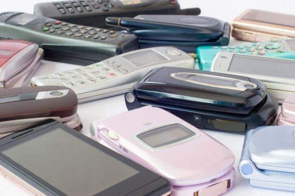古くなった携帯電話