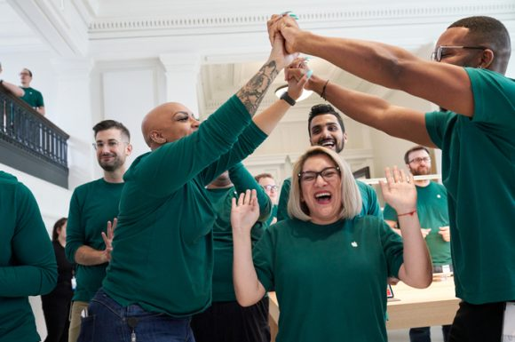 Apple-US-job-footprint-expands-excited-apple-team-members-081519_big.jpg.medium