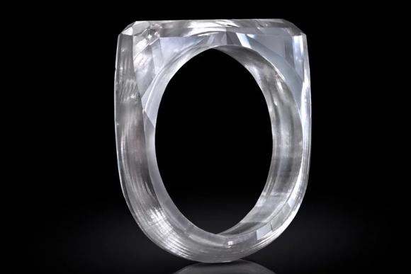 ジョナサン・アイブ 指輪 ダイヤモンド