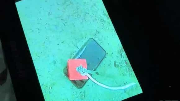 iPhone11 pro in lake