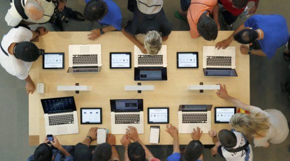多くのMacやiPadを使う画像