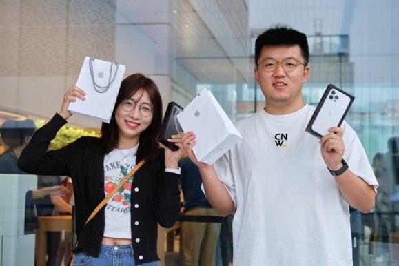 Apple_iPhone-iPad-Availability_Beijing-Customers-iPhone-13-Pro-Boxes_09242021_big.jpg.medium