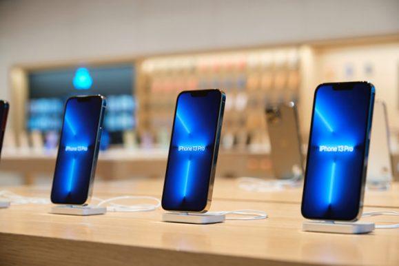 Apple_iPhone-iPad-Availability_Beijing-iPhone-13-Pro-Close-up_09242021_big.jpg.medium