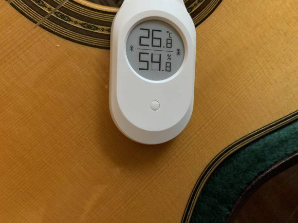 ギターにLee Guitars Bluetooth温湿度計を取り付け