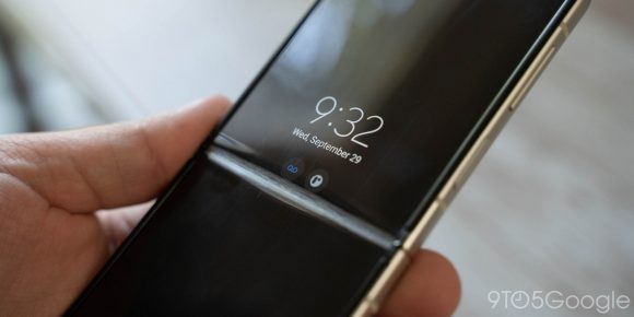 Galaxy Z Flip3のディスプレイが割れた画像